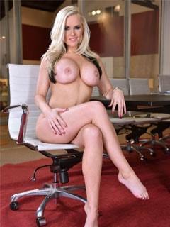 Порно модель Alena Croft
