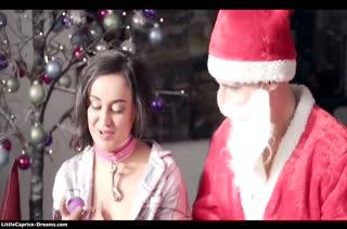 Молодые нимфетки попробовали оргию с Дедом Морозом