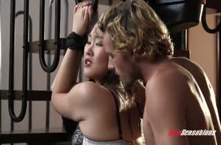 Парниша развел подружку на жесткий фетиш секс