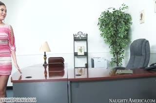 Жопастая London Keyes спаривается с чернокожим в офисе