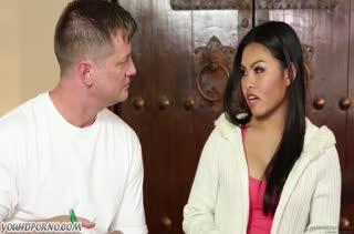 Крепкий паренек приласкал красивую азиаточку на массаже