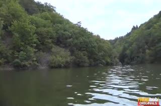 Покатал Miyuki Son на лодке и соблазнил ее на порно