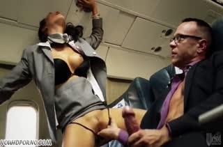 Стюардессы прямо в самолете занялись групповым сексом