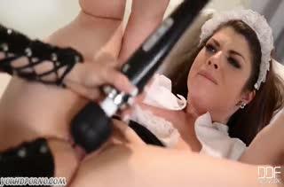 Развратная госпожа жестко извращается над рабыней