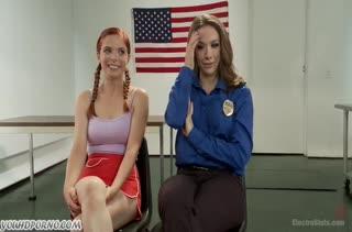 Две лесбиянки играют в страстную оргию со связыванием