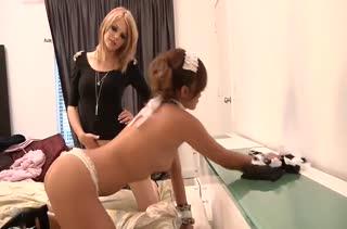 Две фигуристые девочки в экстазе от страстных лесбийских ласк