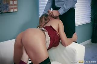 Грудастая Nicole Aniston отдается на классное групповое порно