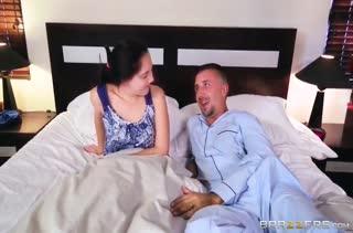 Красивая Briana Banks возбудила мужа секс нарядом