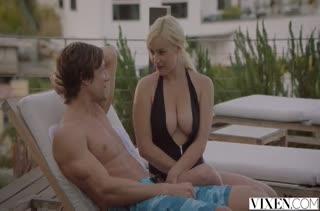 Блондинка Kylie Page кайфует от нежного секса в постельке