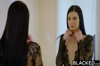 Одела секс наряд и устроила анальное порно с черным
