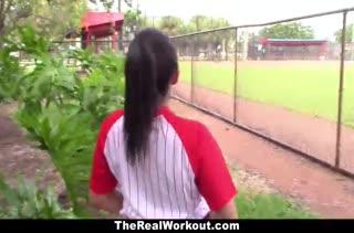 Бейсболистка с большой жопой запрыгнула на член после игры