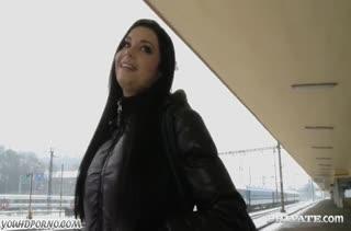 Victoria Blaze постанывает от секса перед камерой