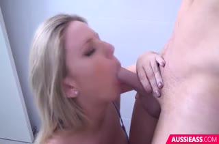 Блондинка с большой грудью красиво трахается во всех позах