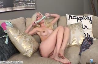 Блондиночка Piper Perri показывает классную мастурбацию