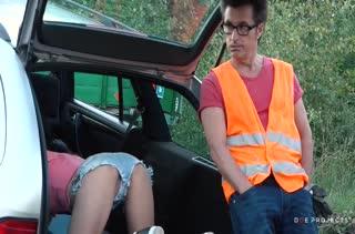 Francys Belle расплачивается за эвакуатор вагиной