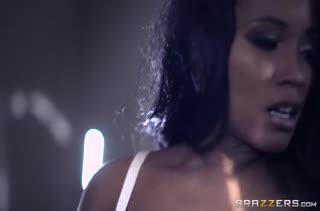 Межрассовое порно с грудастой негритянкой Kiki Minaj