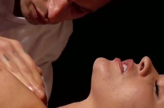 Рыжая пациентка согласилась на секс с массажистом