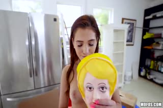 Brooke Haze нашла у друга надувную куклу и заставила отрабатывать