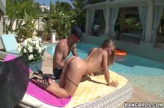 Жопастая Nicole Aniston запрыгнула на хер у бассейна