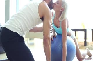 Блондинка Kacey Jordan завершила тренировку красивым сексом