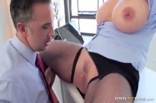 Зрелая Ryan Conner в чулках снимает стресс начальника