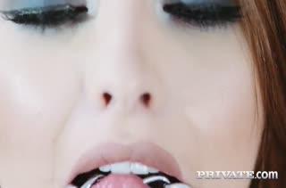 Гламурная Lara Duro в чулках любит жесткое порно