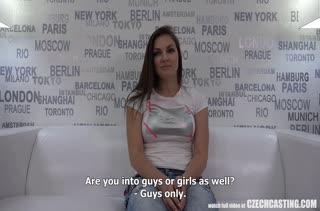 Чика испытала жесткий секс на пробах в порнуху
