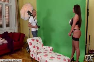 Фотограф воспользовался дамочкой с большими сиськами