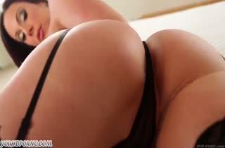 Секси Kendra Lust знает как заводить мужиков