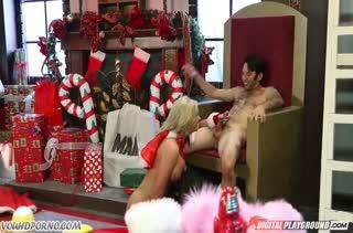 Зрелая Phoenix Marie замутила с мужем новогоднее порно